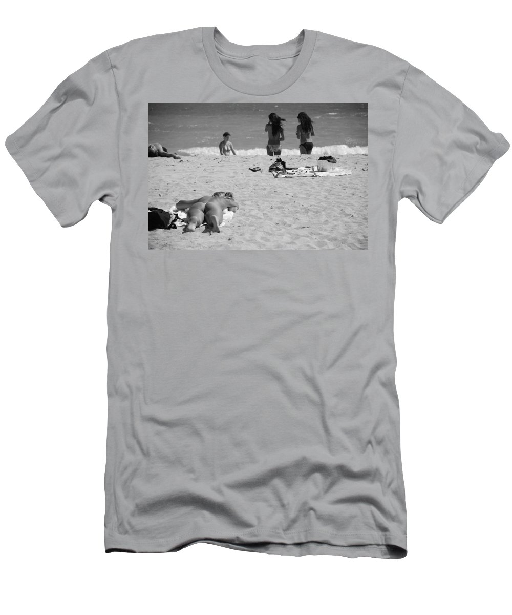 Miami Men's T-Shirt (Athletic Fit) featuring the photograph Half Dead Half Alive by Rob Hans