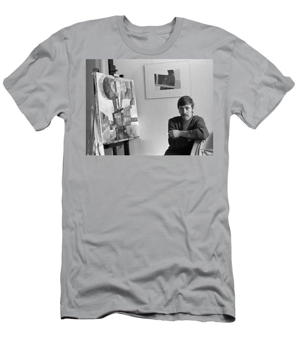 Portrait Men's T-Shirt (Athletic Fit) featuring the photograph Hans Lenes by Lee Santa