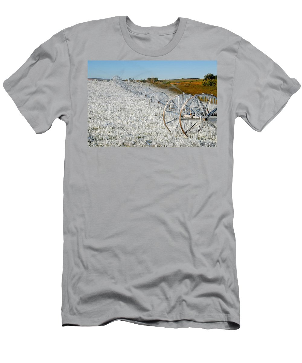 Farm Men's T-Shirt (Athletic Fit) featuring the photograph Hard Land Farming by David Lee Thompson