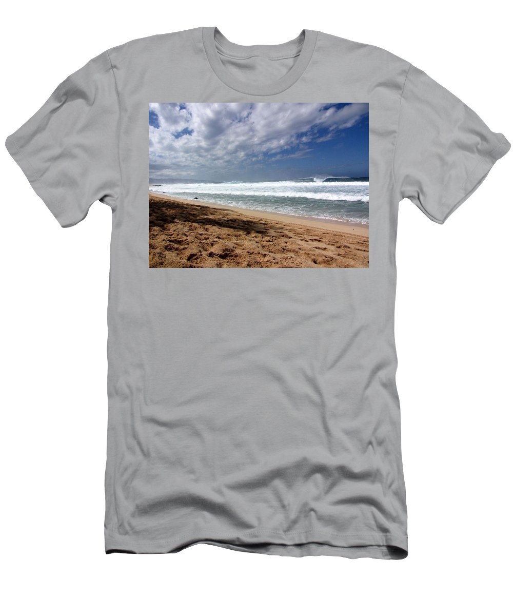Hawaii Men's T-Shirt (Athletic Fit) featuring the photograph Hawaii Northshore by Sarah Houser