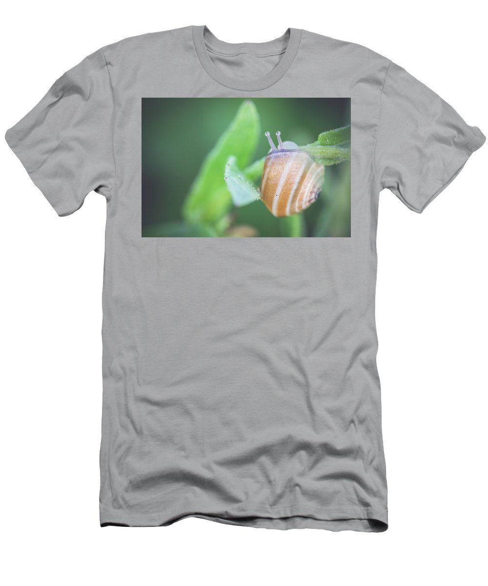 Nature Men's T-Shirt (Athletic Fit) featuring the photograph Hello Life by Ignacio Leal Orozco