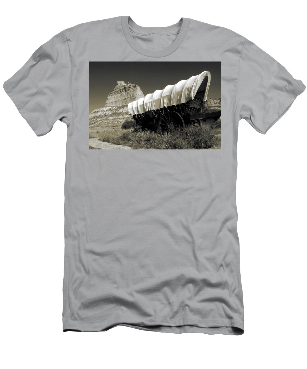 Oregon+trail Men's T-Shirt (Athletic Fit) featuring the photograph Historic Oregon Trail - Vintage Photo Art Print by Peter Potter
