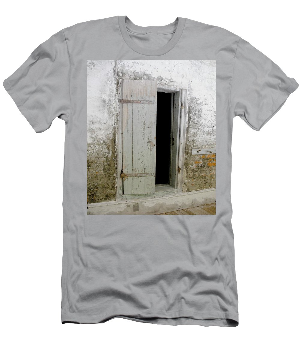 Door Men's T-Shirt (Athletic Fit) featuring the photograph Homeplace Doorway by Nelson Strong