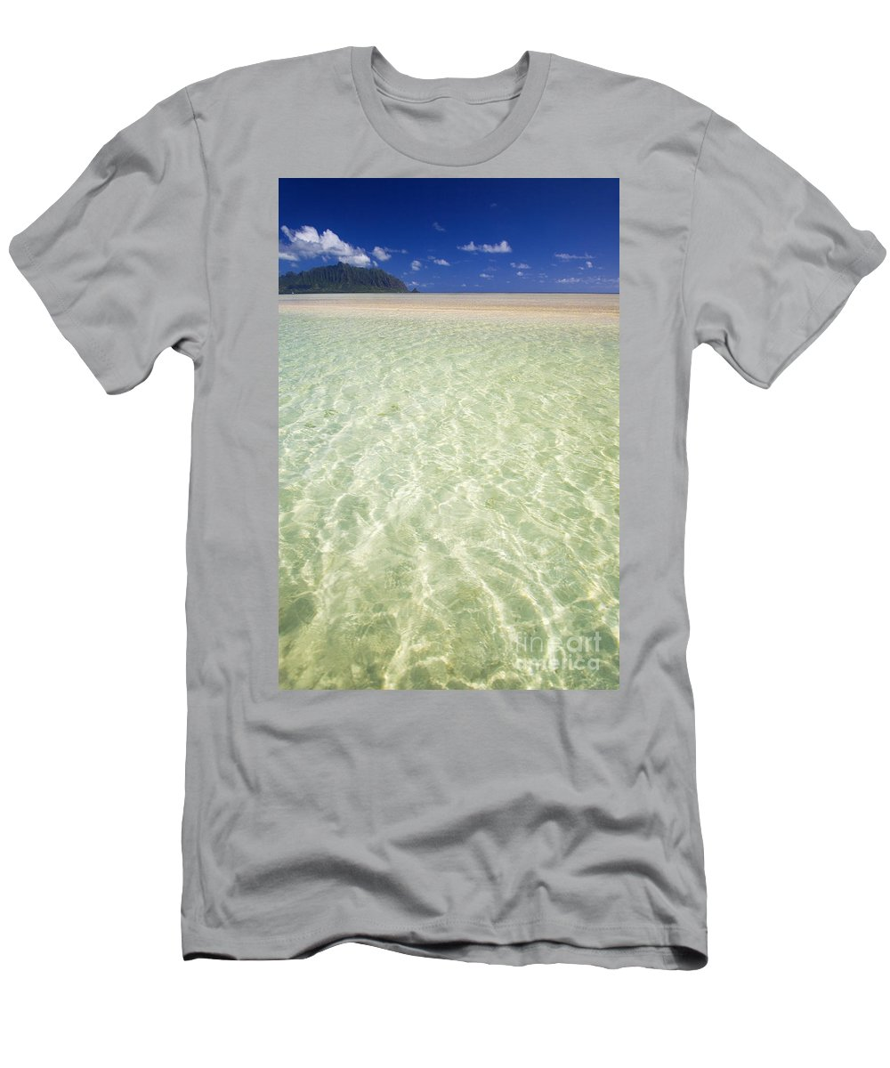 Attraction Men's T-Shirt (Athletic Fit) featuring the photograph Kaneohe Sandbar by Tomas del Amo - Printscapes