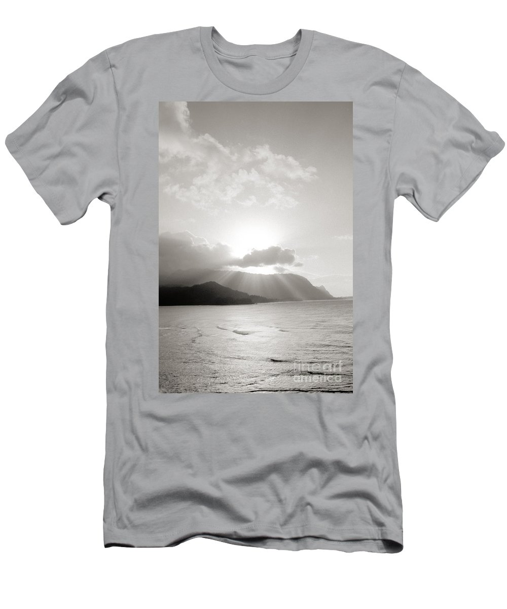 Art Medium Men's T-Shirt (Athletic Fit) featuring the photograph Kauai Sunset by Joe Carini - Printscapes