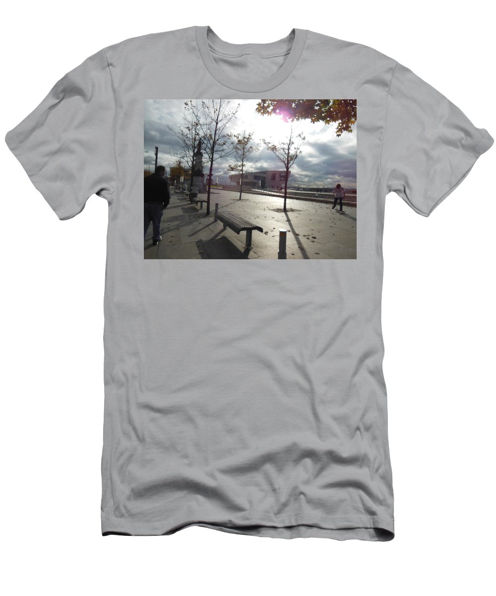Liverpool Men's T-Shirt (Athletic Fit) featuring the photograph Liverpool In The Fall by Patricia Russell