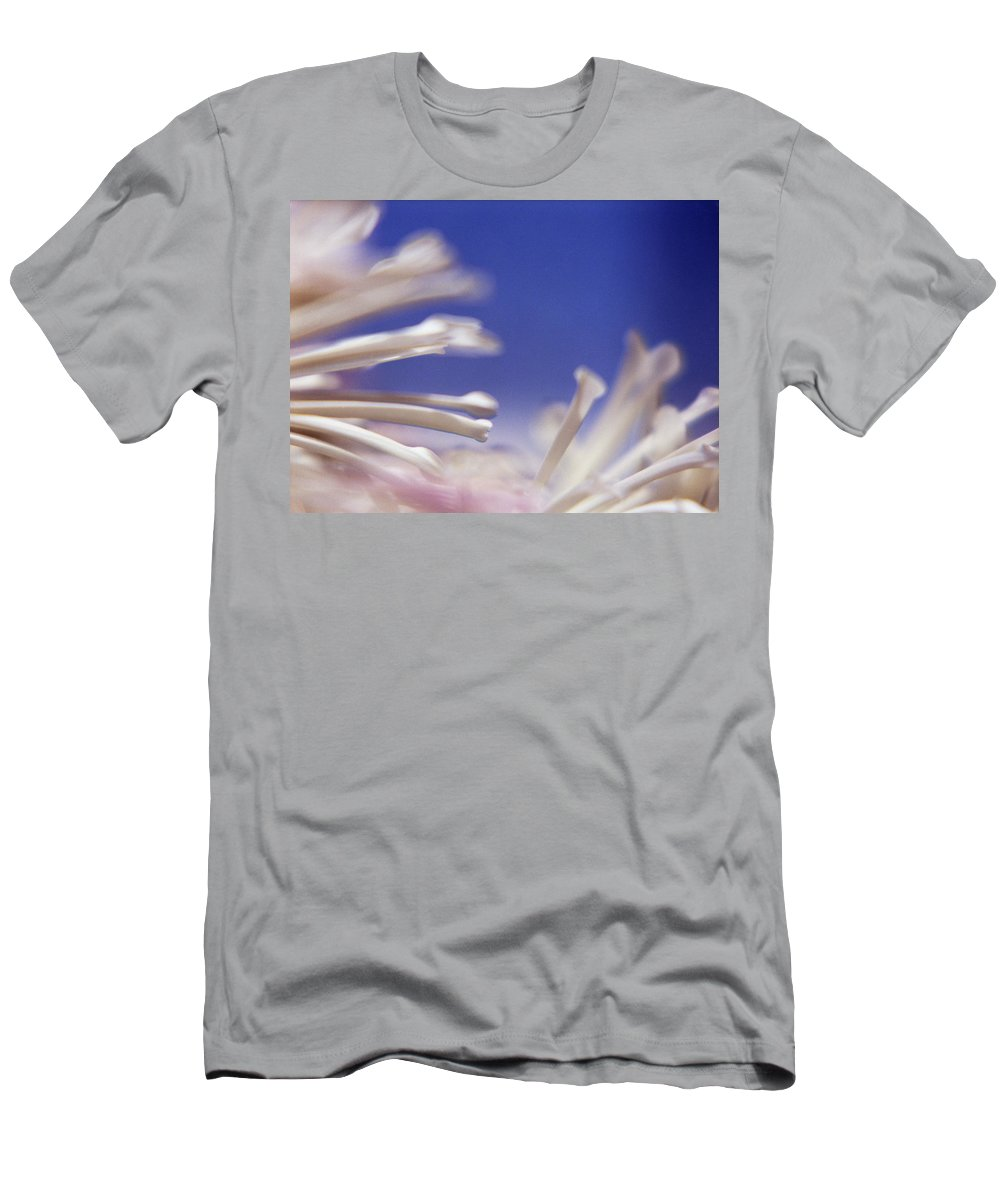 Macro Men's T-Shirt (Athletic Fit) featuring the photograph Macro Flower 2 by Lee Santa