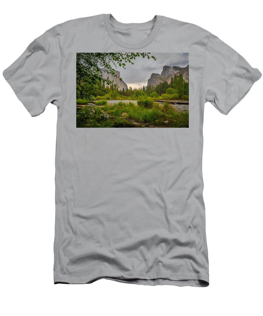 Landscape Men's T-Shirt (Athletic Fit) featuring the photograph Majestic by Dustin Clark