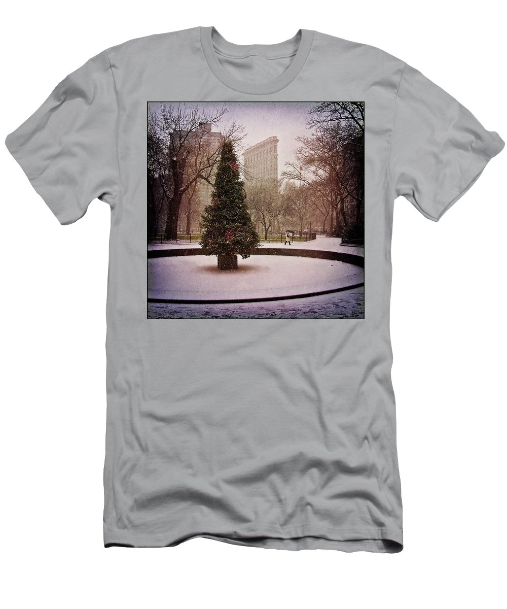 Christmas Men's T-Shirt (Athletic Fit) featuring the photograph Nyc Christmas by Chris Lord