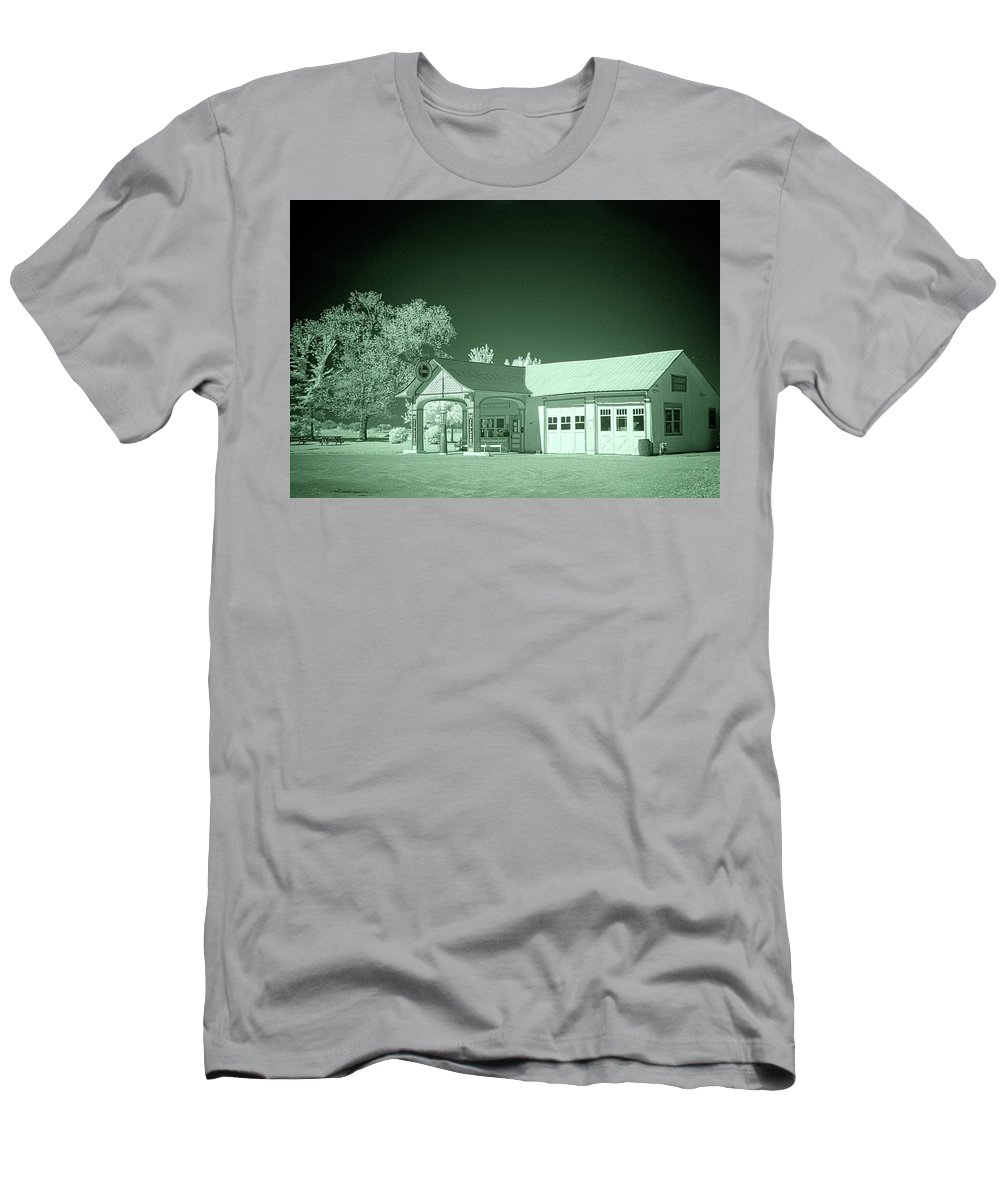 Odell Men's T-Shirt (Athletic Fit) featuring the photograph Odell Station 2 by Fred Hahn