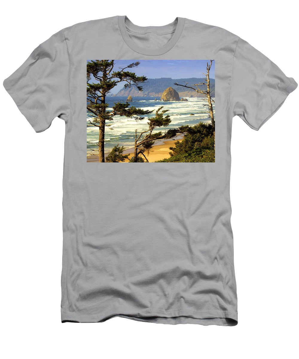 Ocean Men's T-Shirt (Athletic Fit) featuring the photograph Oregon Coast 15 by Marty Koch