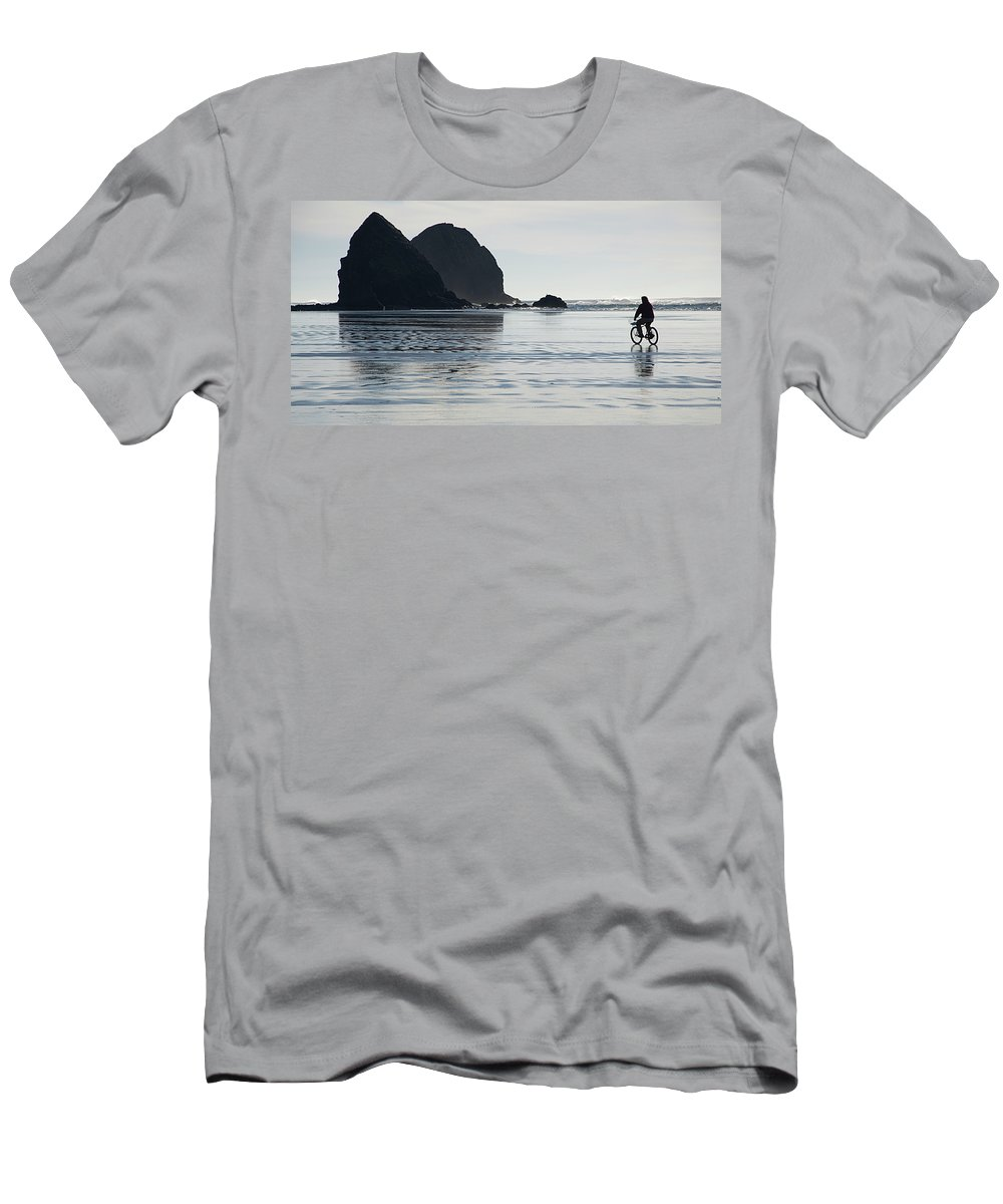 Bicycle Men's T-Shirt (Athletic Fit) featuring the photograph Oregon Commuter by Bob Christopher