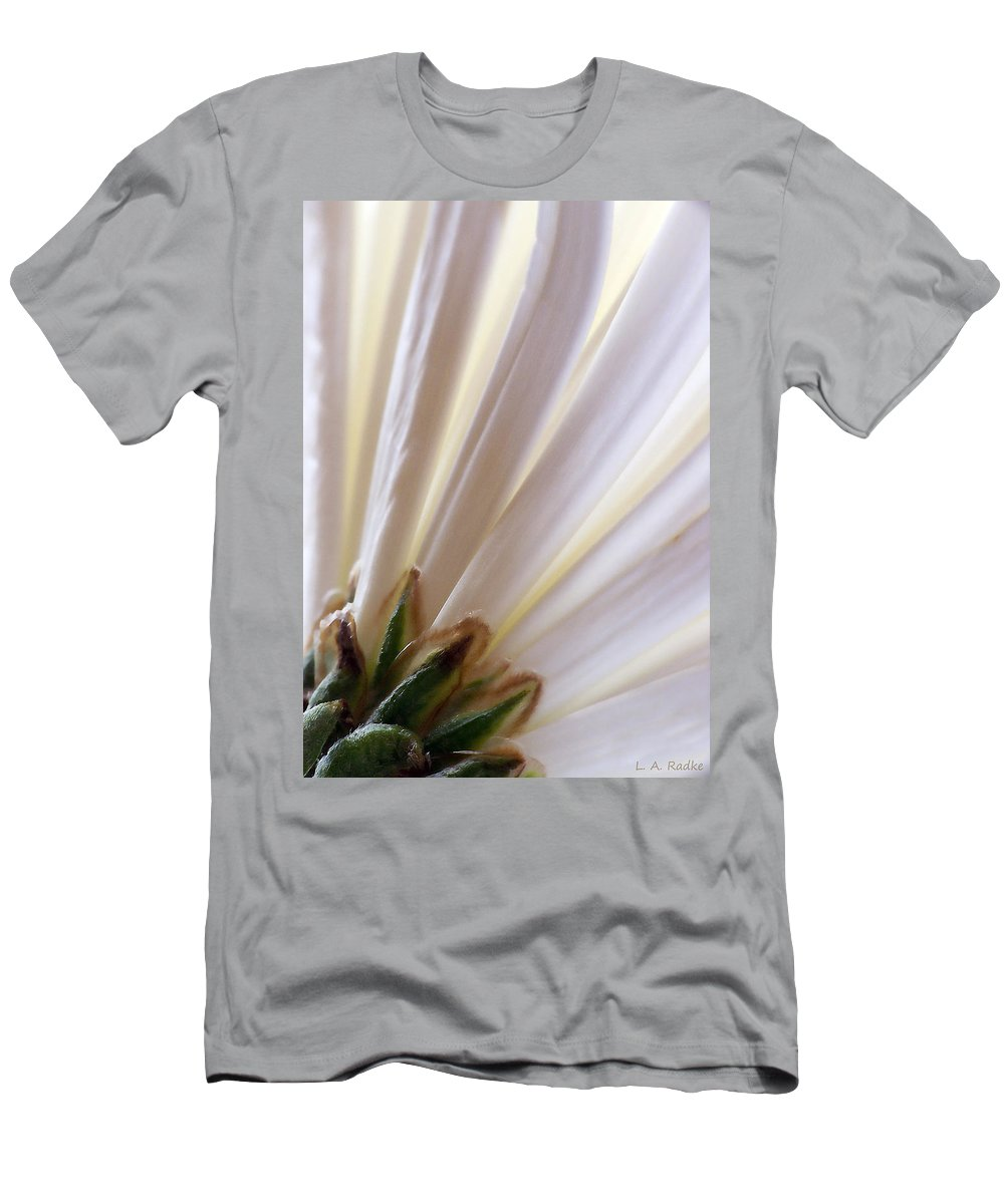 Macro Men's T-Shirt (Athletic Fit) featuring the photograph Pure by Lauren Radke