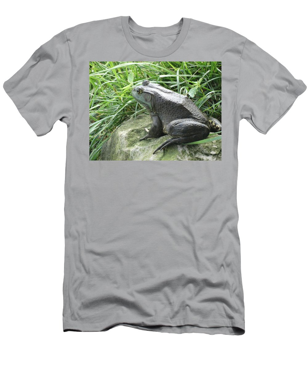 Frog Men's T-Shirt (Athletic Fit) featuring the photograph Ready To Jump by Greg Boutz