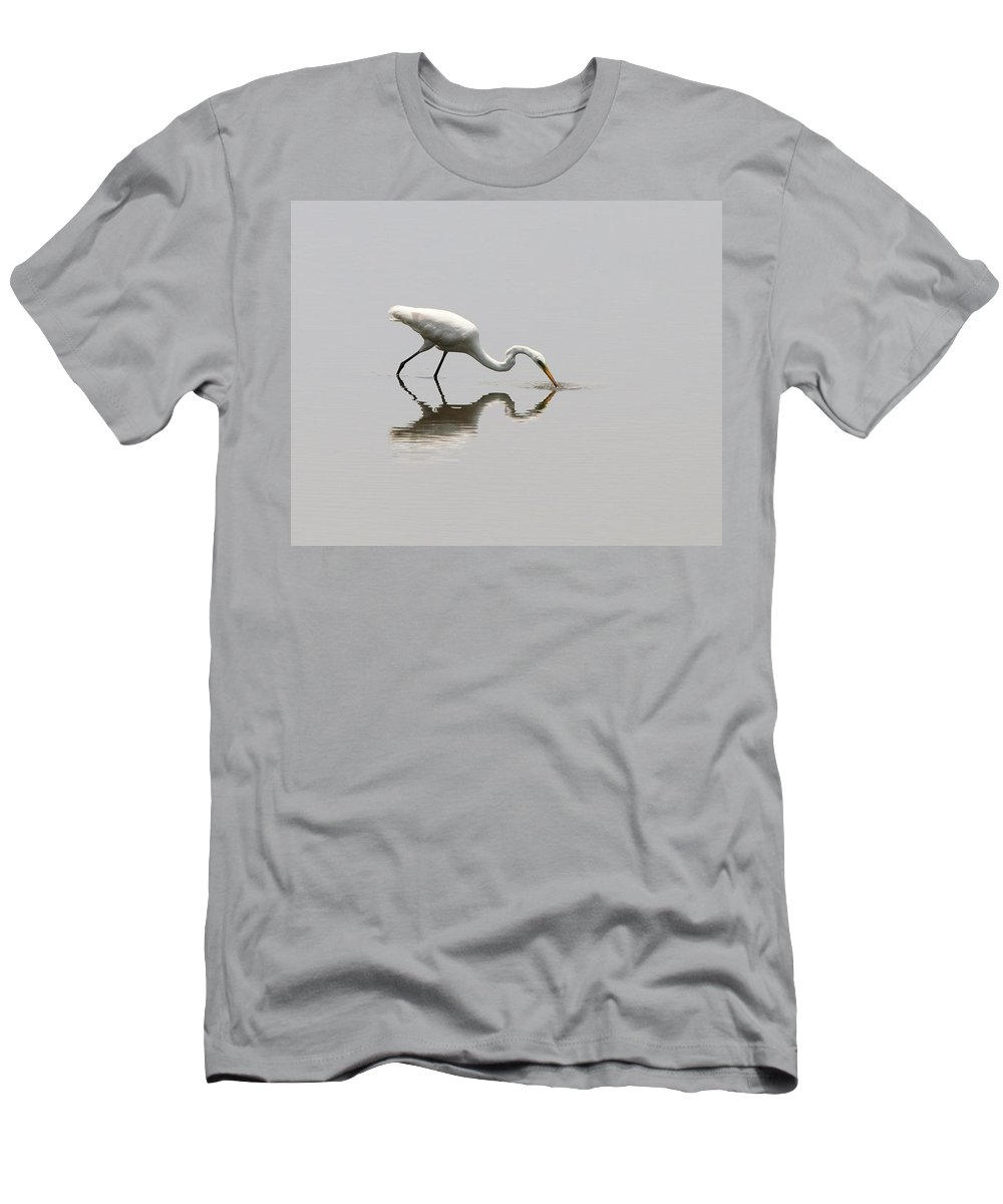 Great Egret Men's T-Shirt (Athletic Fit) featuring the photograph Reflecting Egret by Al Powell Photography USA