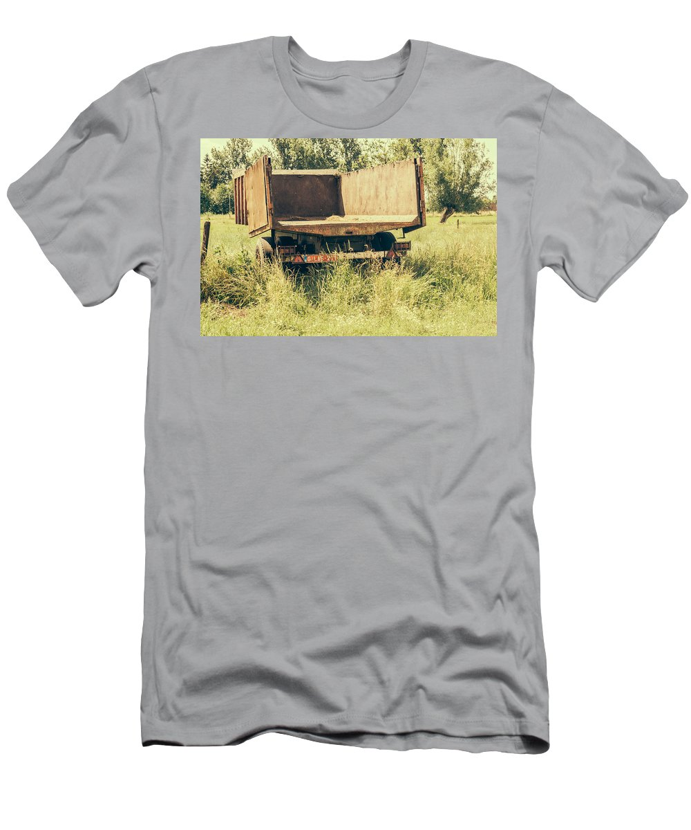 Trailer Men's T-Shirt (Athletic Fit) featuring the photograph Rural Atmosphere by Pati Photography