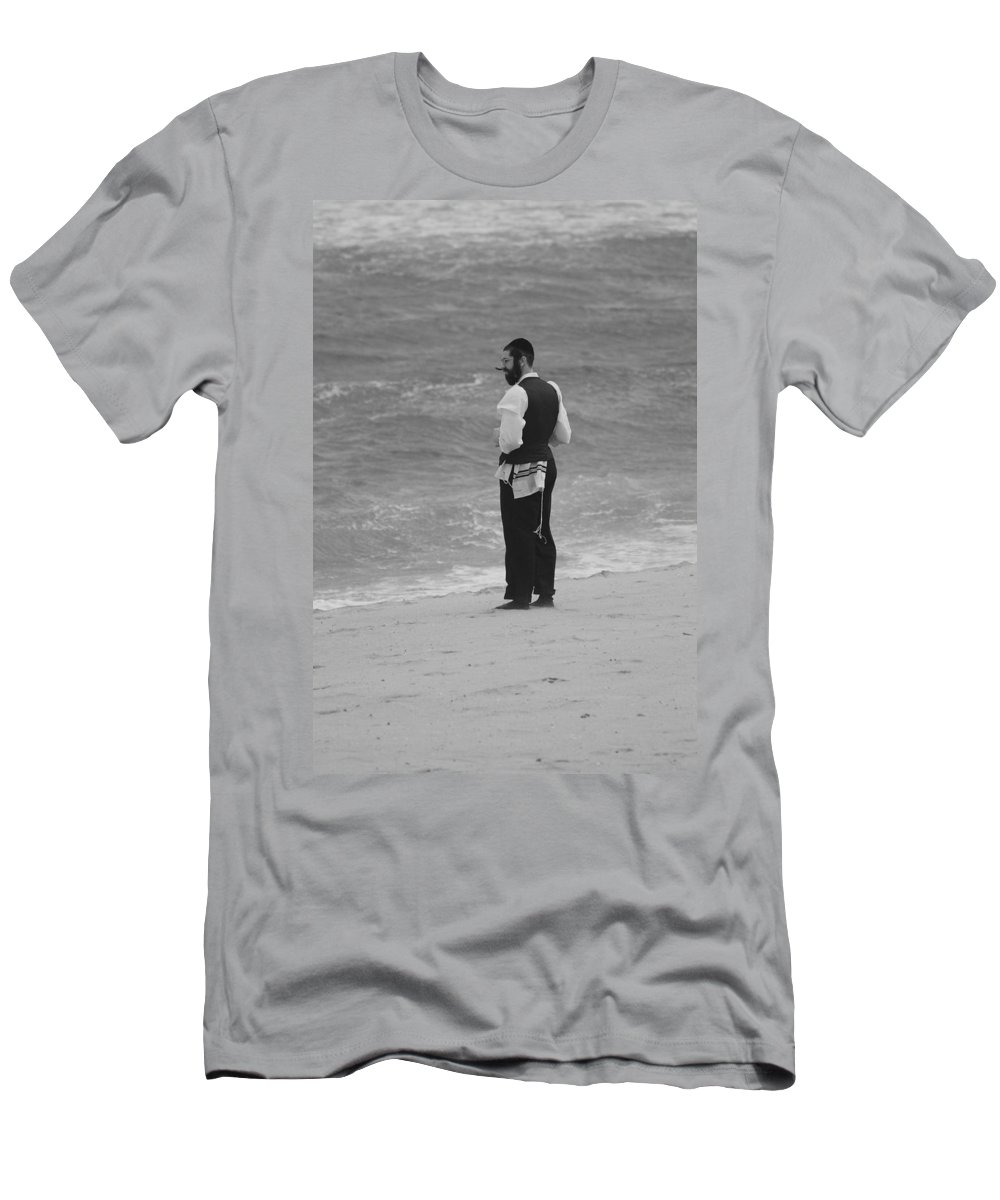 Black And White Men's T-Shirt (Athletic Fit) featuring the photograph Solice by Rob Hans