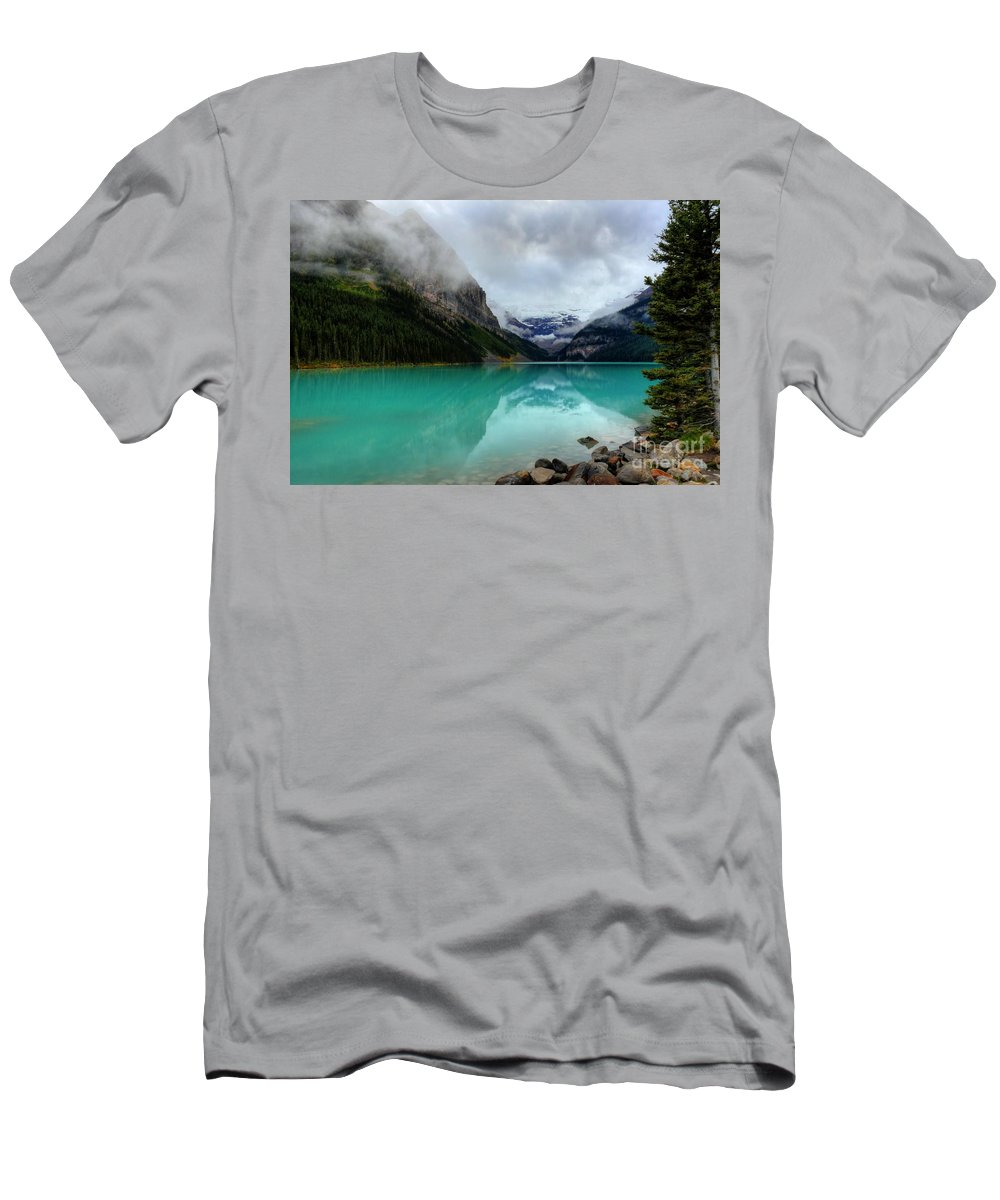 #photogtipsandtricks Men's T-Shirt (Athletic Fit) featuring the photograph The Breathtakingly Beautiful Lake Louise Vi by Wayne Moran