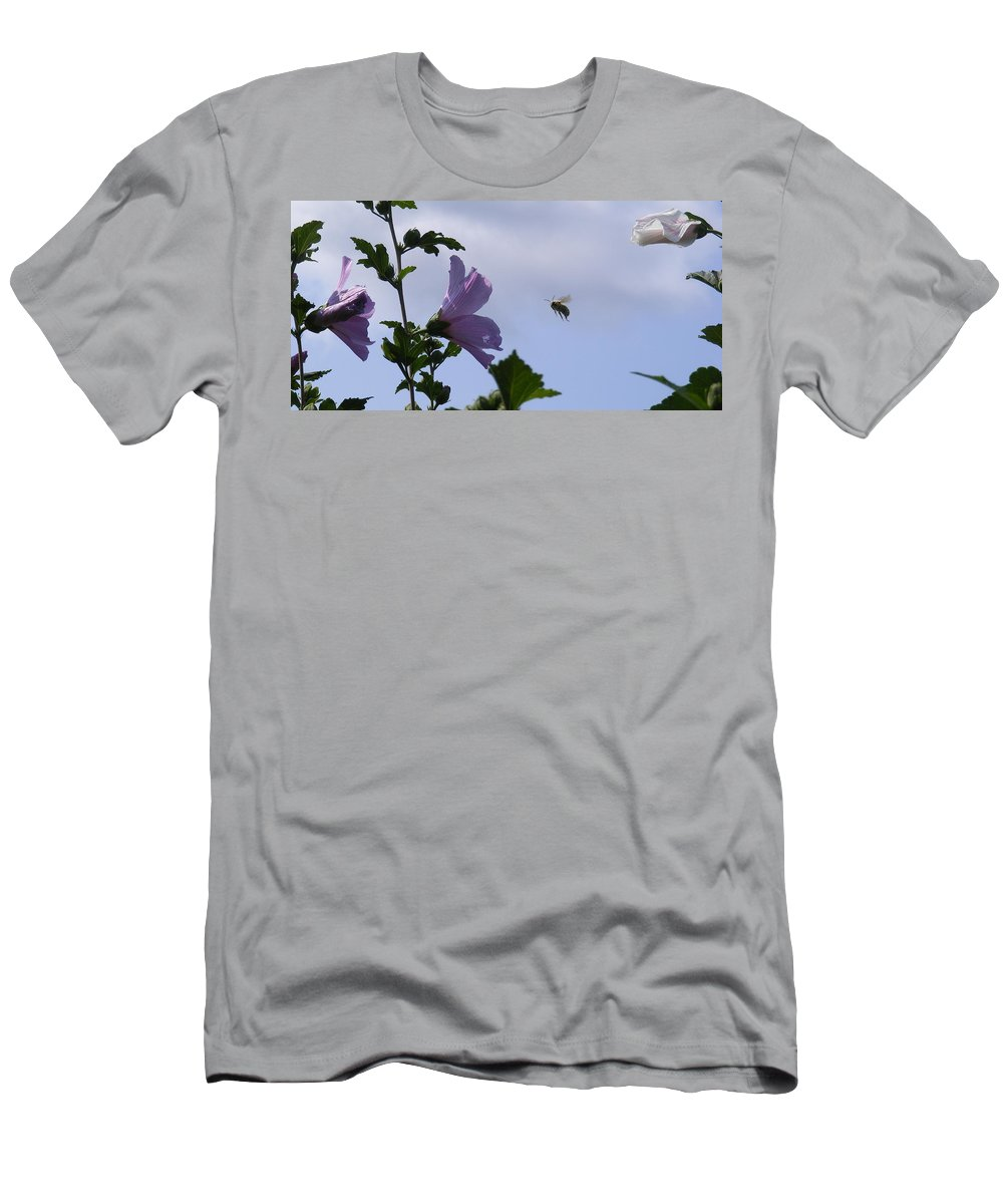 Landscape Men's T-Shirt (Athletic Fit) featuring the photograph The Landing Strip by Ed Smith