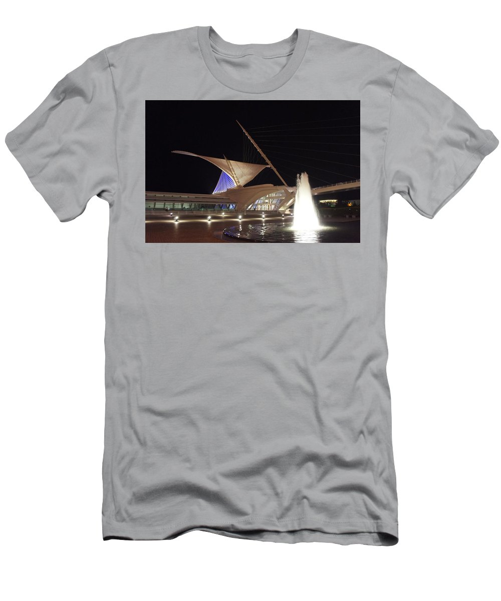 Calatrava Men's T-Shirt (Athletic Fit) featuring the photograph The Milwaukee Art Museum by Art Spectrum