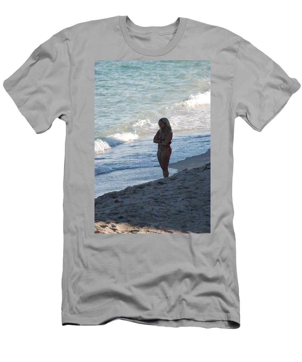 Sea Scape Men's T-Shirt (Athletic Fit) featuring the photograph The Thinking Women by Rob Hans