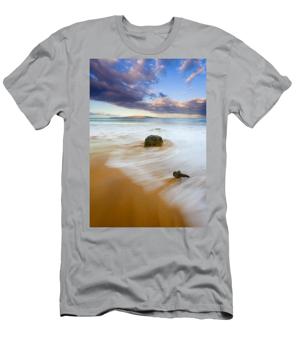 Maui Men's T-Shirt (Athletic Fit) featuring the photograph Tied To The Past by Mike Dawson