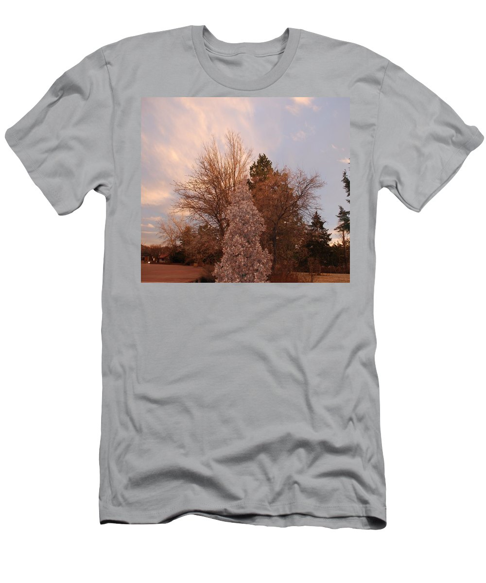 Trees Men's T-Shirt (Athletic Fit) featuring the photograph Trees At The State Capital by Rob Hans