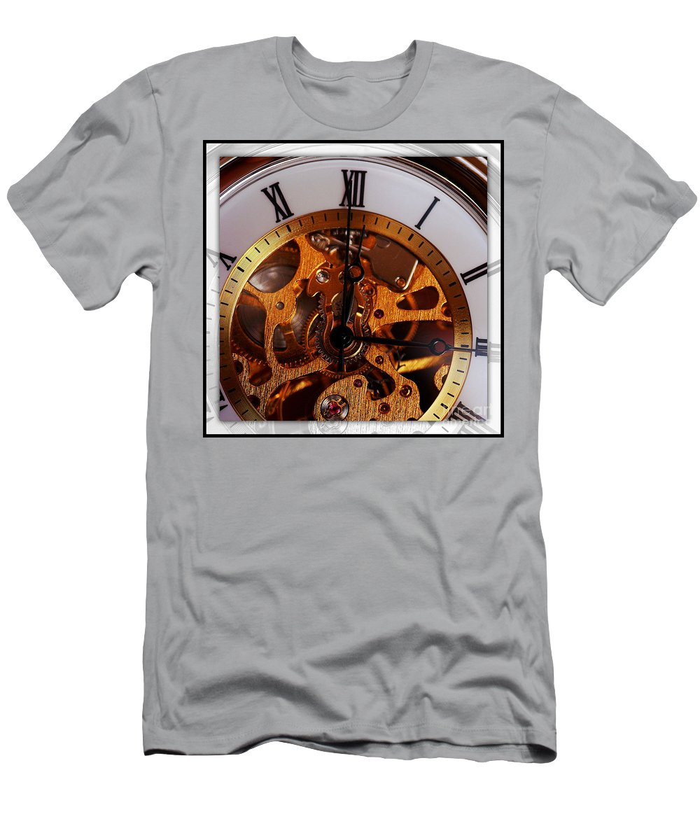 Clay Men's T-Shirt (Athletic Fit) featuring the photograph Watch This by Clayton Bruster