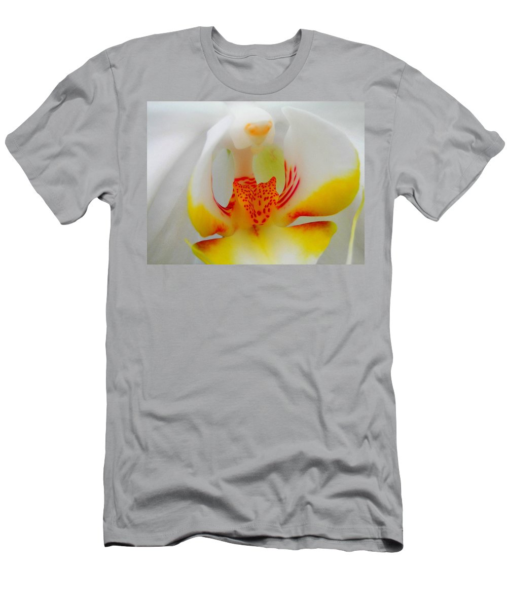 Flower Men's T-Shirt (Athletic Fit) featuring the photograph White Beauty by Juergen Weiss