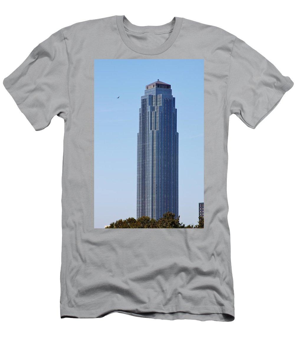 Houston Texas Men's T-Shirt (Athletic Fit) featuring the photograph Williams Tower by Lori Mahaffey