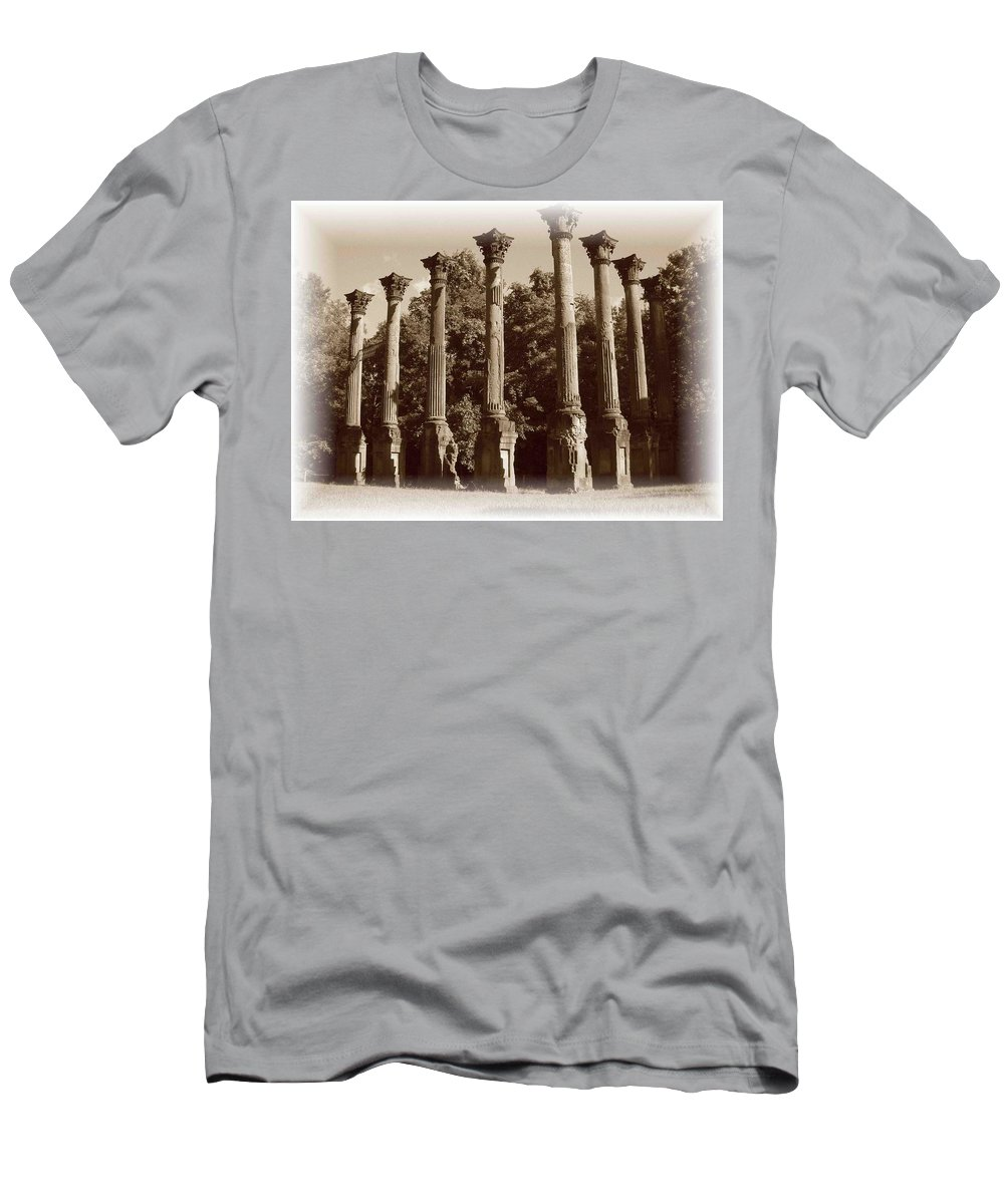 Windsor Men's T-Shirt (Athletic Fit) featuring the photograph Windsor 2 by Nelson Strong