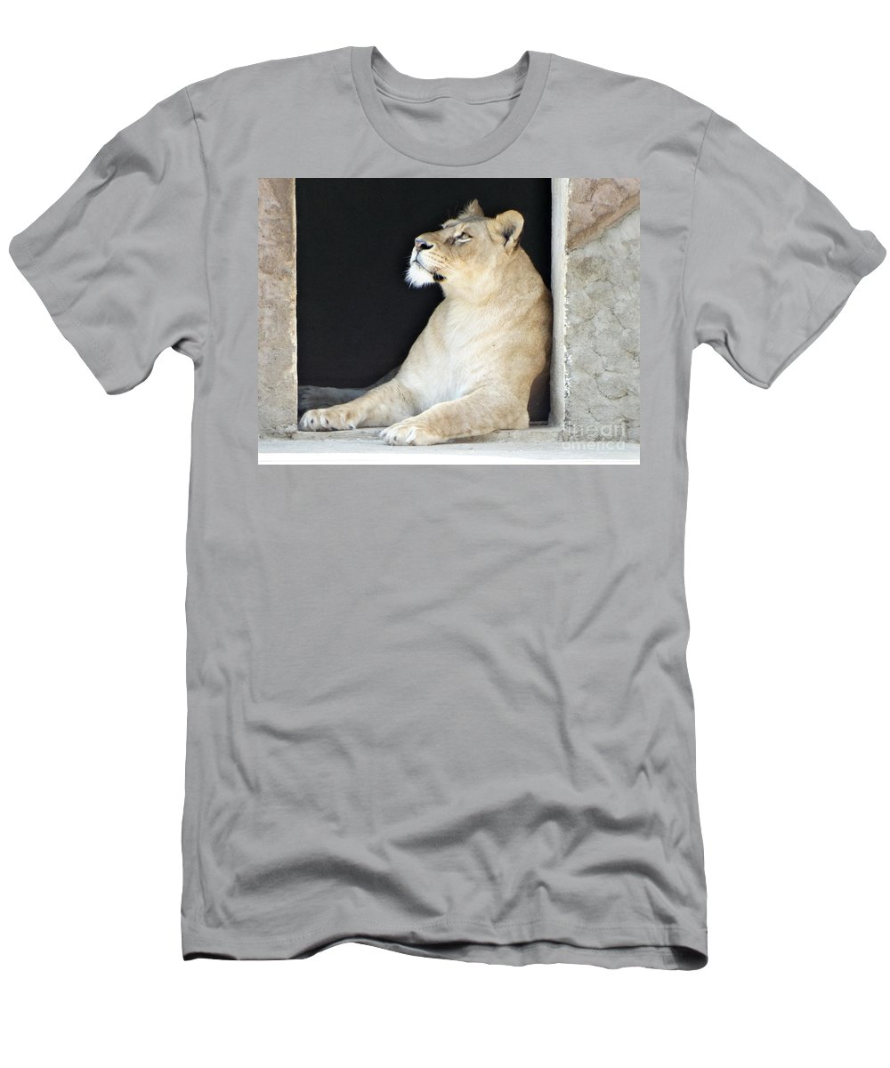 Leon Men's T-Shirt (Athletic Fit) featuring the photograph The Queen Of Animals by Dan Marinescu