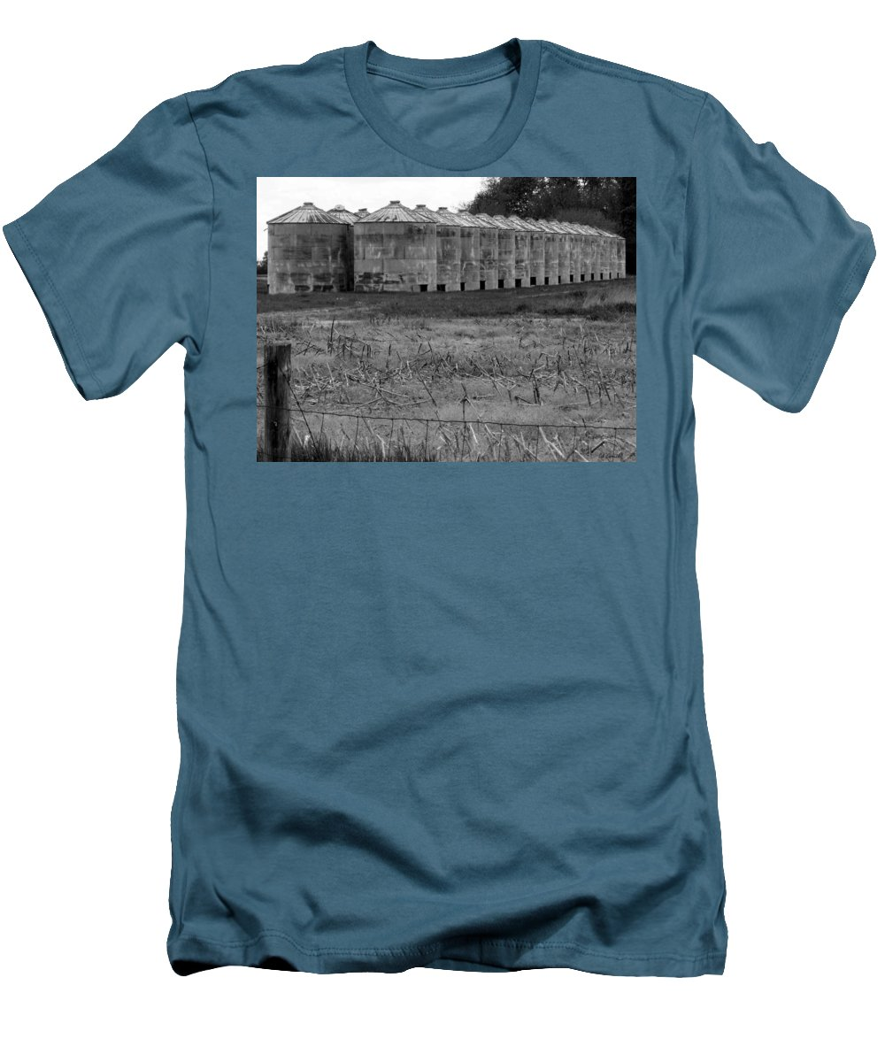Barn Men's T-Shirt (Athletic Fit) featuring the photograph 30 Survivors by Ed Smith