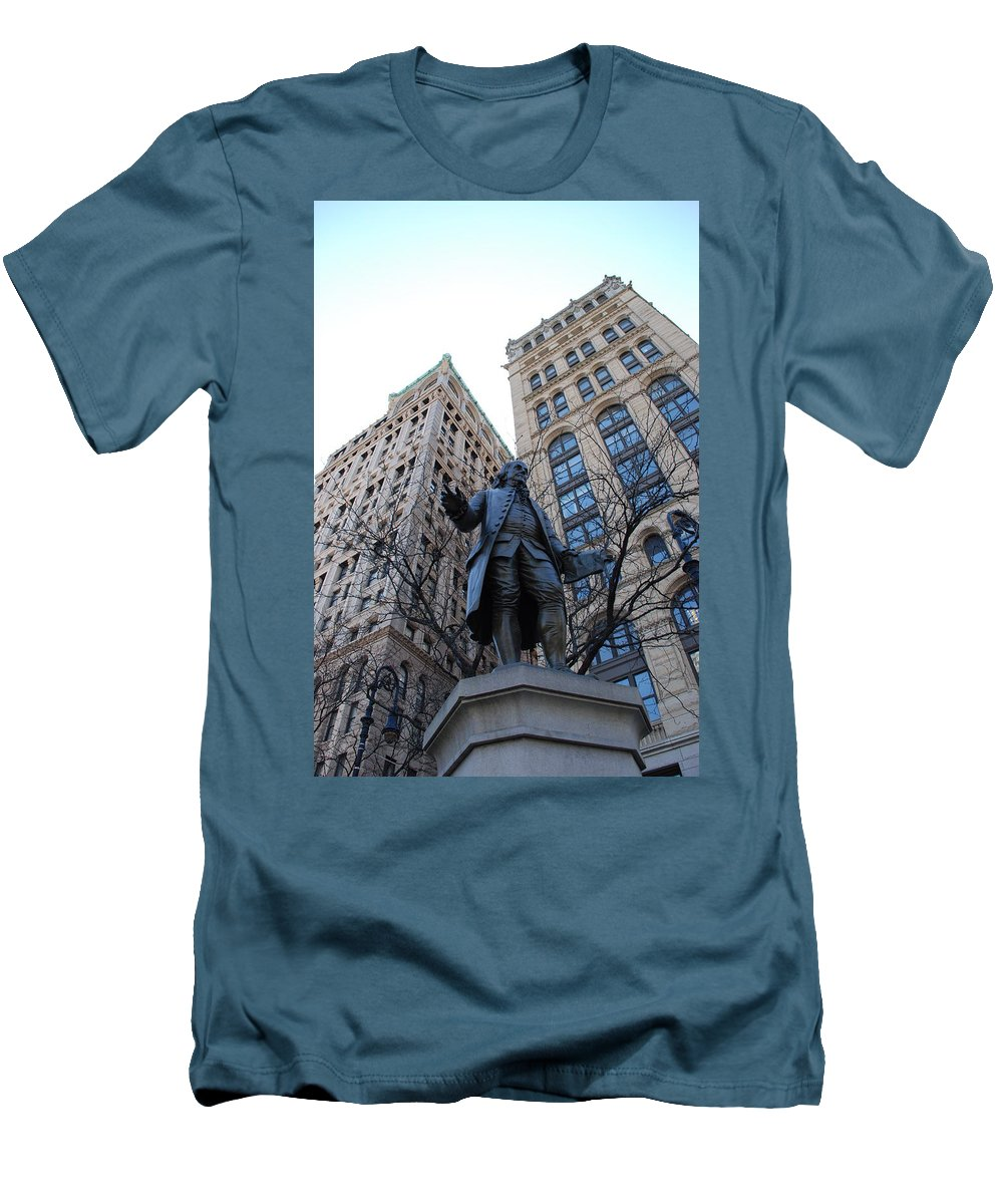 Architecture Men's T-Shirt (Athletic Fit) featuring the photograph Ben Franklin by Rob Hans