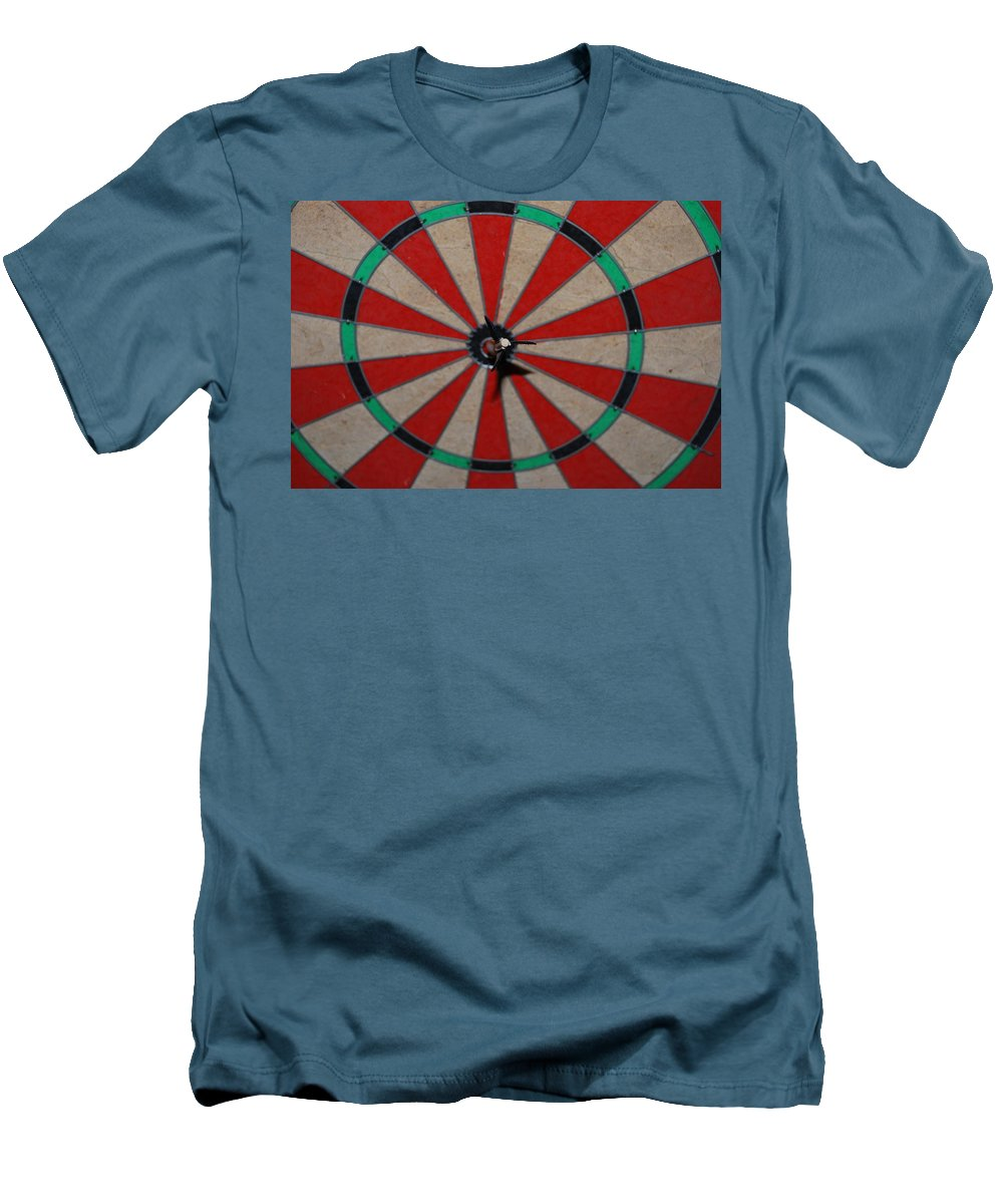 Macro Men's T-Shirt (Athletic Fit) featuring the photograph Bulls Eye by Rob Hans
