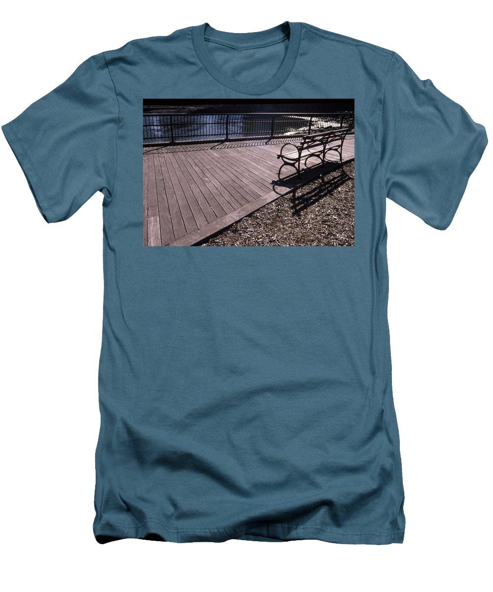 Manhattan Brooklyn Bridge Park Bench Men's T-Shirt (Athletic Fit) featuring the photograph Cnrg0404 by Henry Butz