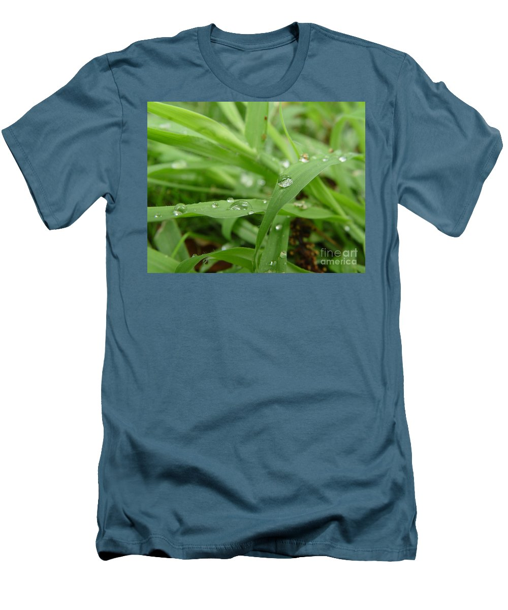 Water Droplet Men's T-Shirt (Athletic Fit) featuring the photograph Droplets 02 by Peter Piatt