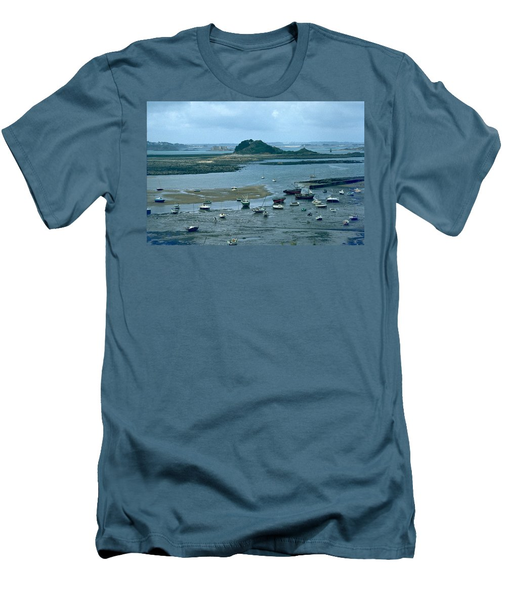 Low Tide Men's T-Shirt (Athletic Fit) featuring the photograph Low Tide by Flavia Westerwelle