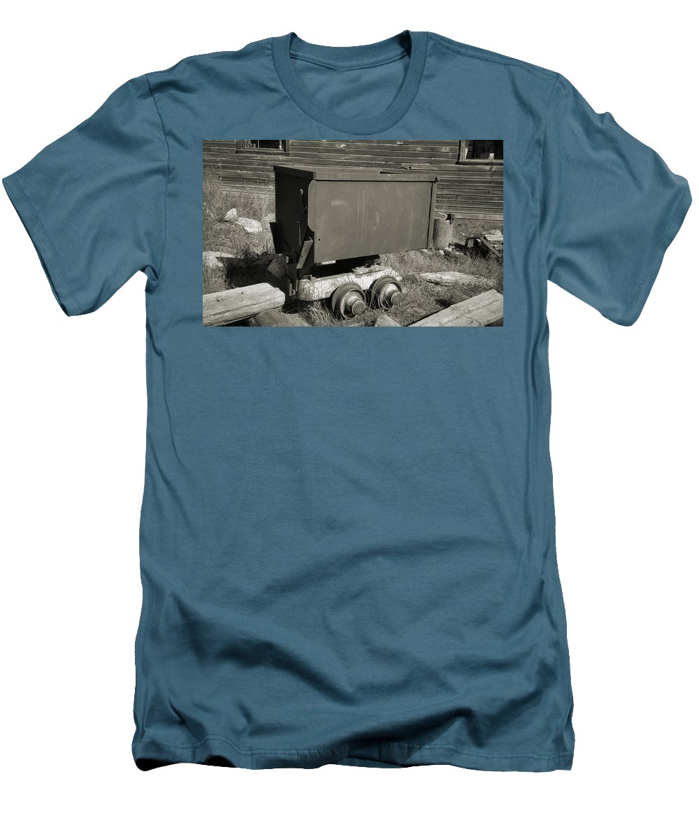 Ore Cart Men's T-Shirt (Athletic Fit) featuring the photograph Old Mining Cart by Richard Rizzo