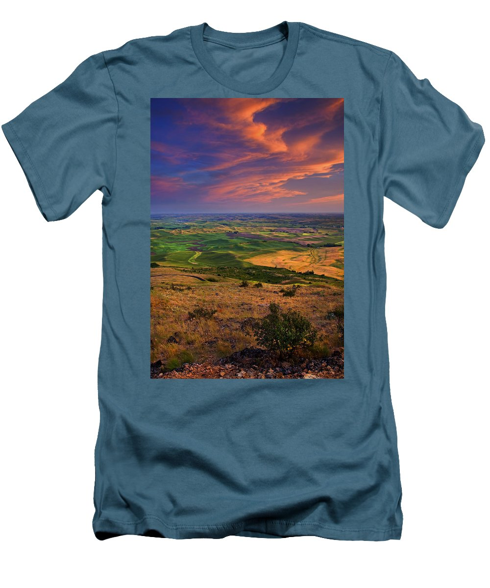 Palouse Men's T-Shirt (Athletic Fit) featuring the photograph Palouse Skies Ablaze by Mike Dawson