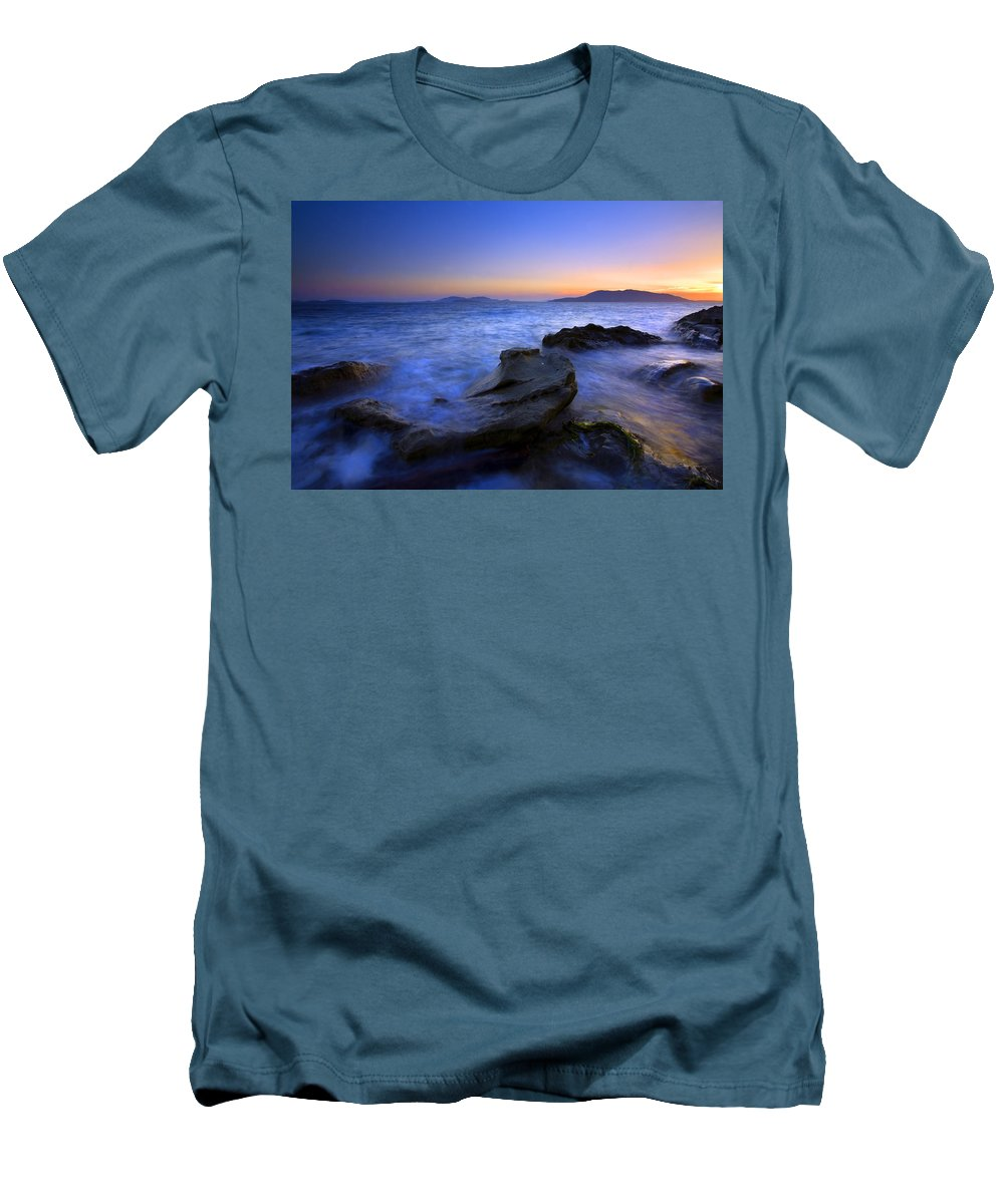 Sunset Men's T-Shirt (Athletic Fit) featuring the photograph San Juan Sunset by Mike Dawson