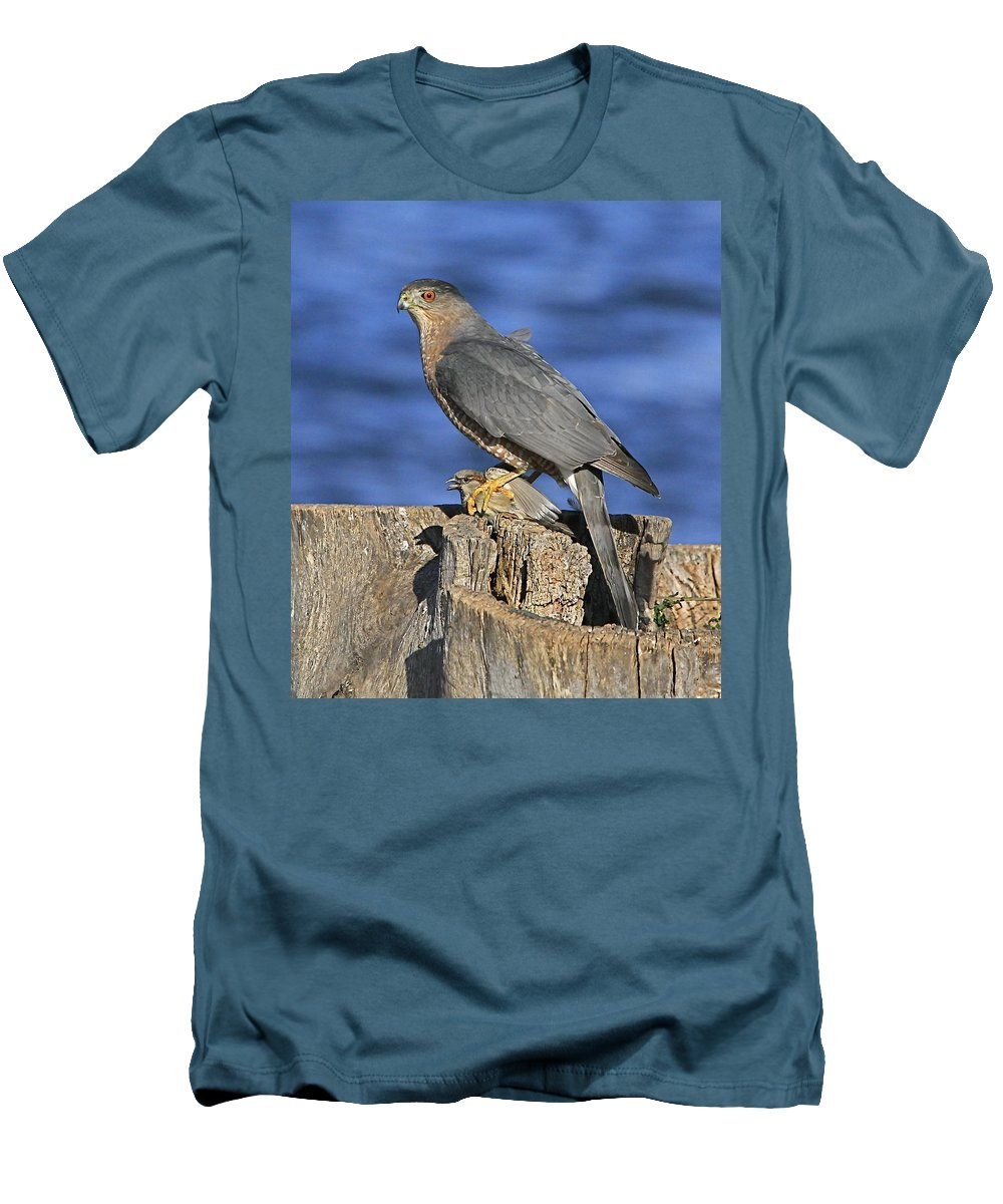 Cooper Men's T-Shirt (Athletic Fit) featuring the photograph The Catch by Robert Pearson