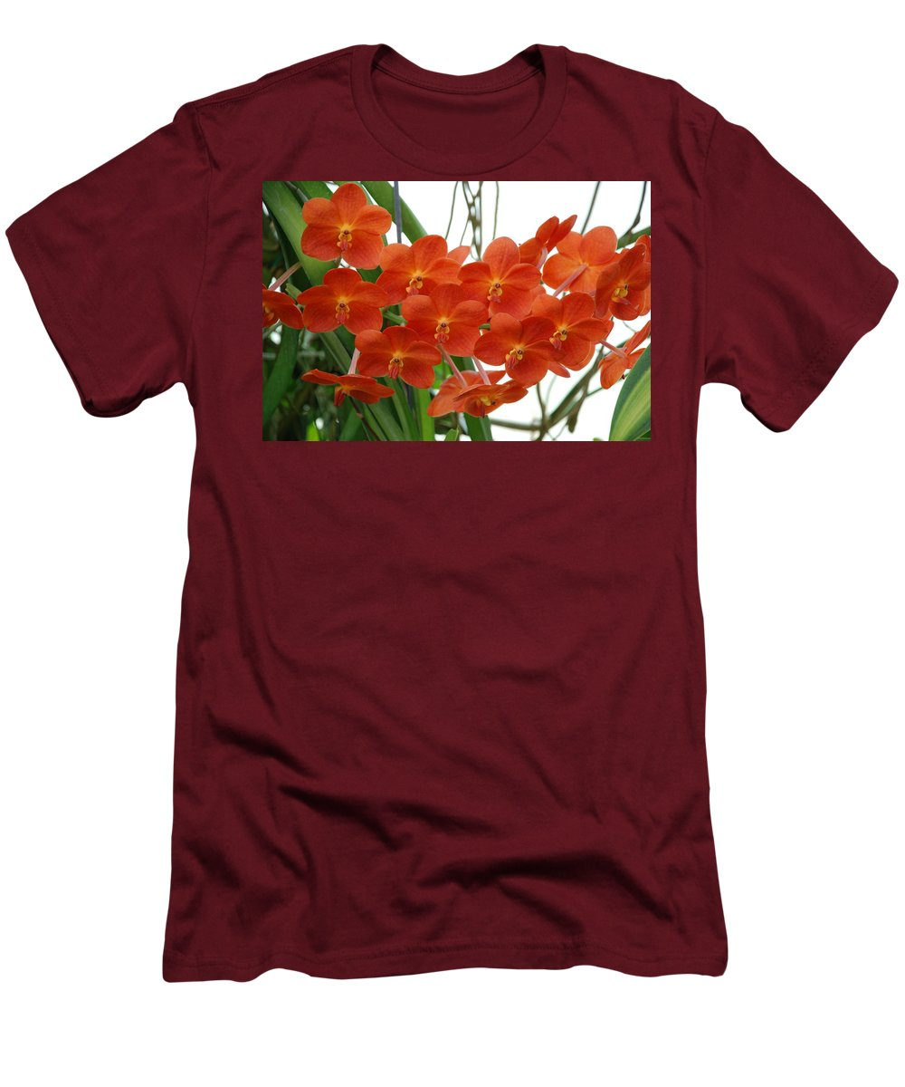 Macro Men's T-Shirt (Athletic Fit) featuring the photograph Red Flowers by Rob Hans