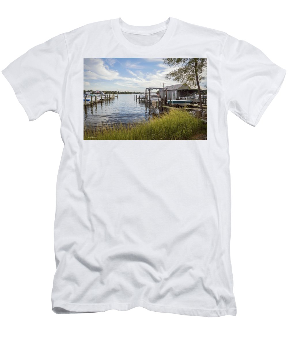 2d Men's T-Shirt (Athletic Fit) featuring the photograph Stoney Creek Marina by Brian Wallace