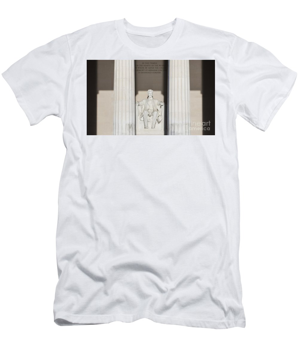 Lincoln Men's T-Shirt (Athletic Fit) featuring the photograph Lincoln Memorial by B Christopher