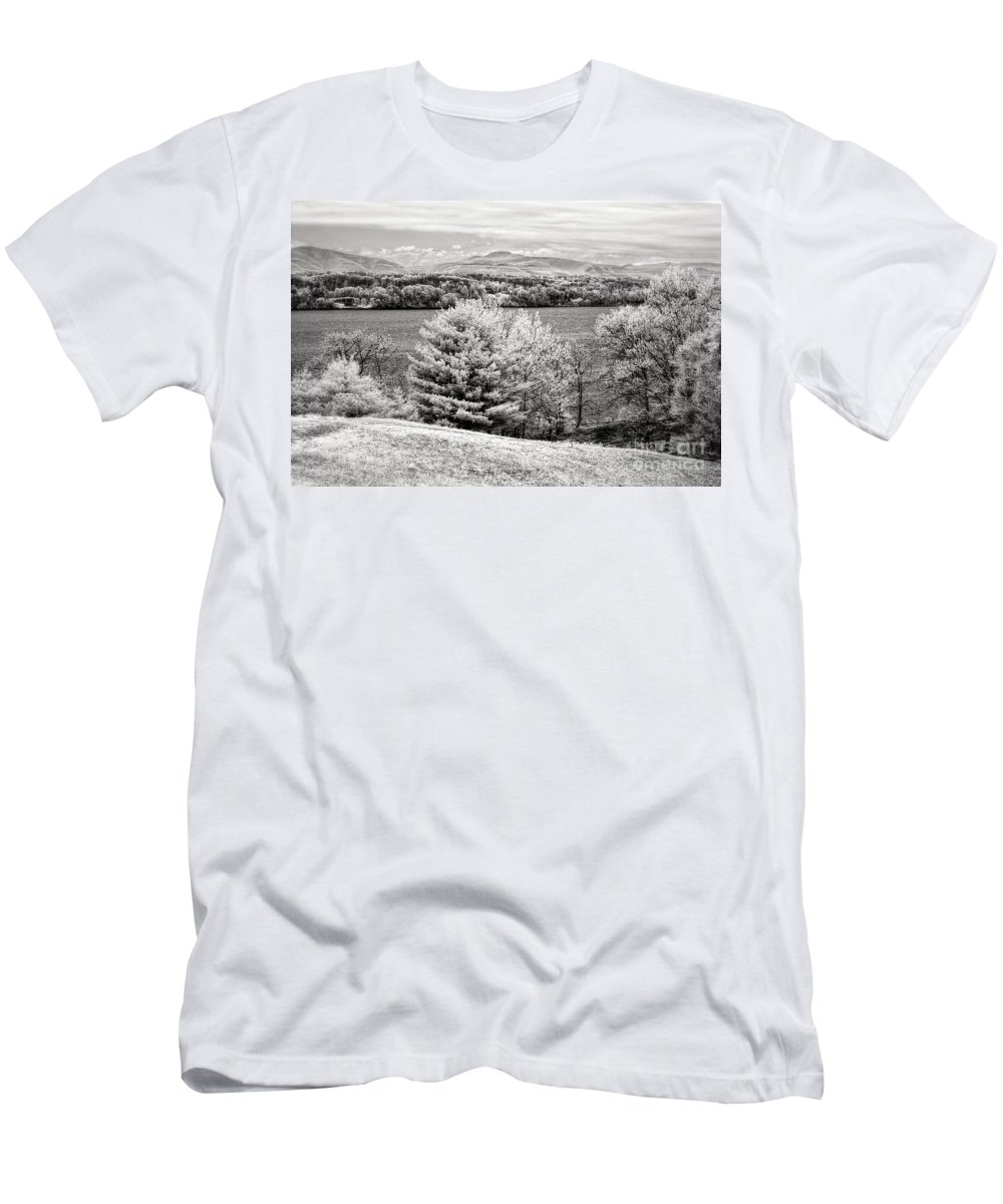 Ir Men's T-Shirt (Athletic Fit) featuring the photograph Across The Hudson by Claudia Kuhn