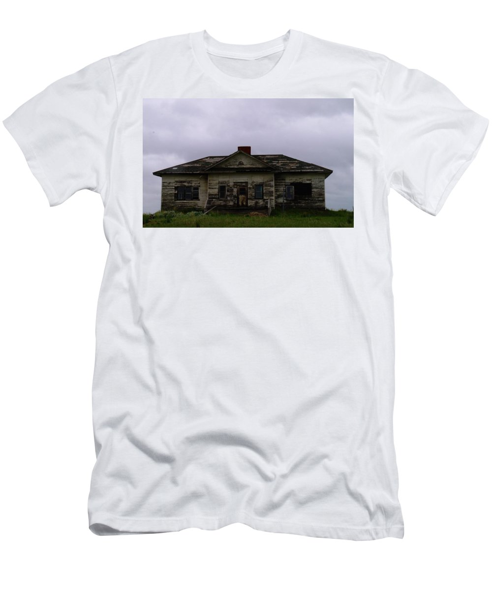 Buildings Men's T-Shirt (Athletic Fit) featuring the photograph An Old Montana School House by Jeff Swan