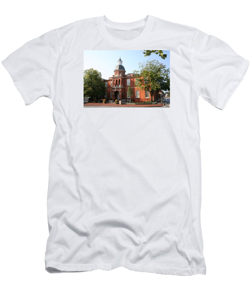 House Men's T-Shirt (Athletic Fit) featuring the photograph Annapolis - County House by Christiane Schulze Art And Photography