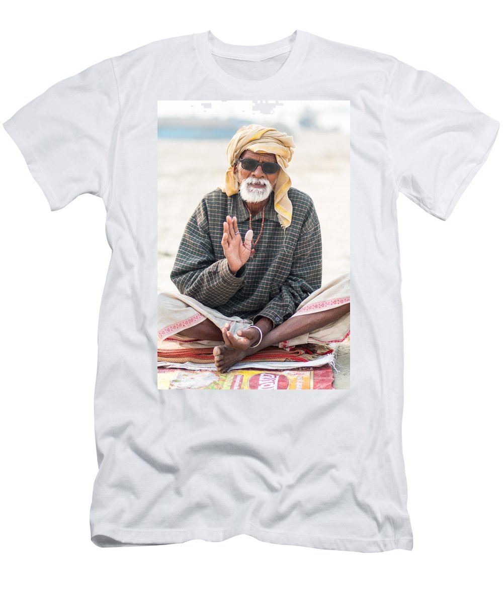 Allahabad Men's T-Shirt (Athletic Fit) featuring the photograph Be Cool by Gaurav Singh
