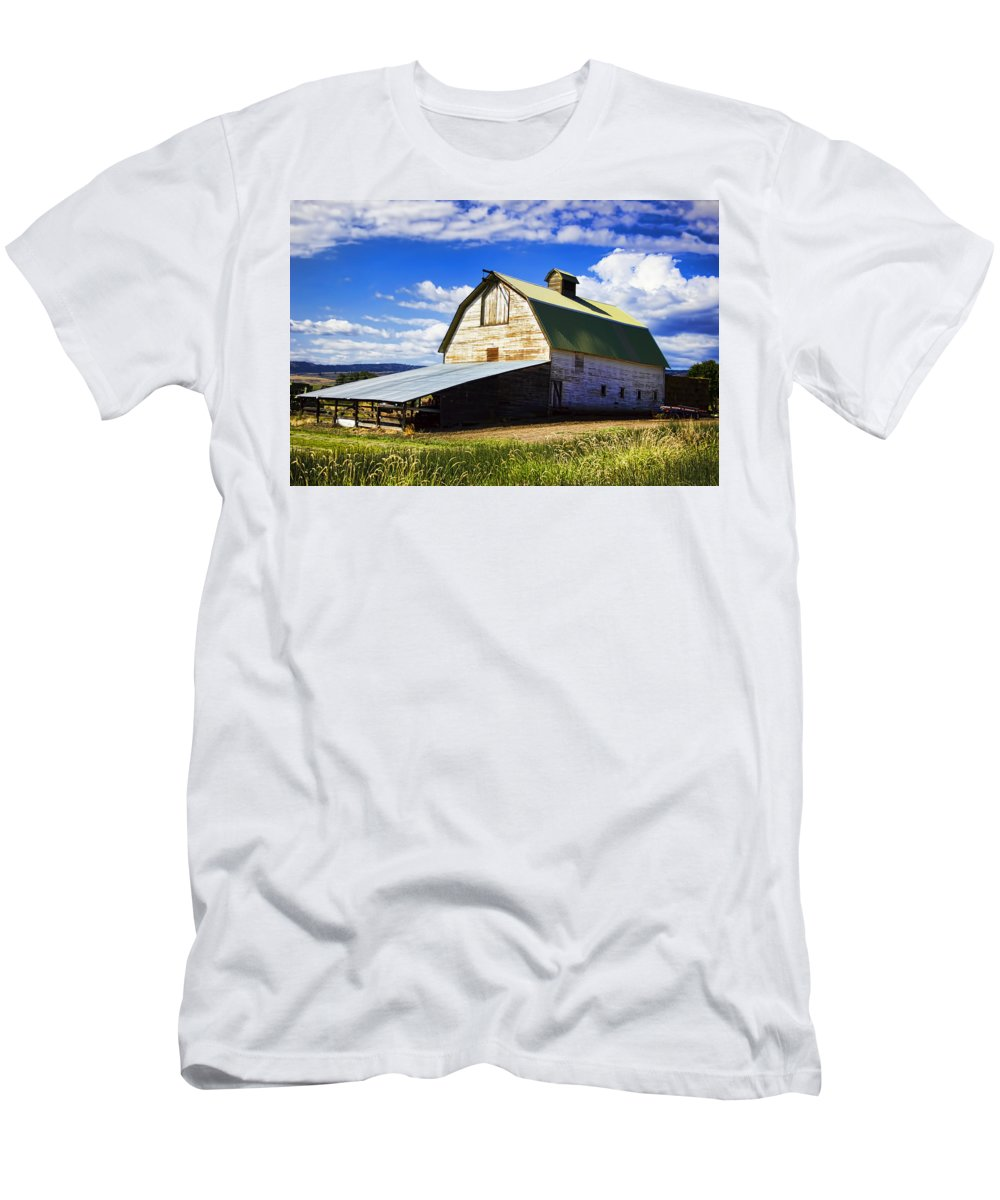 Men's T-Shirt (Athletic Fit) featuring the photograph Big Barn Near Ellensburg Washington by Cathy Anderson
